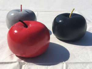 pomme design apple minimalist déco art artistique artist peinture paint sculpture clay creation design décoration deco home maison minimaliste arty